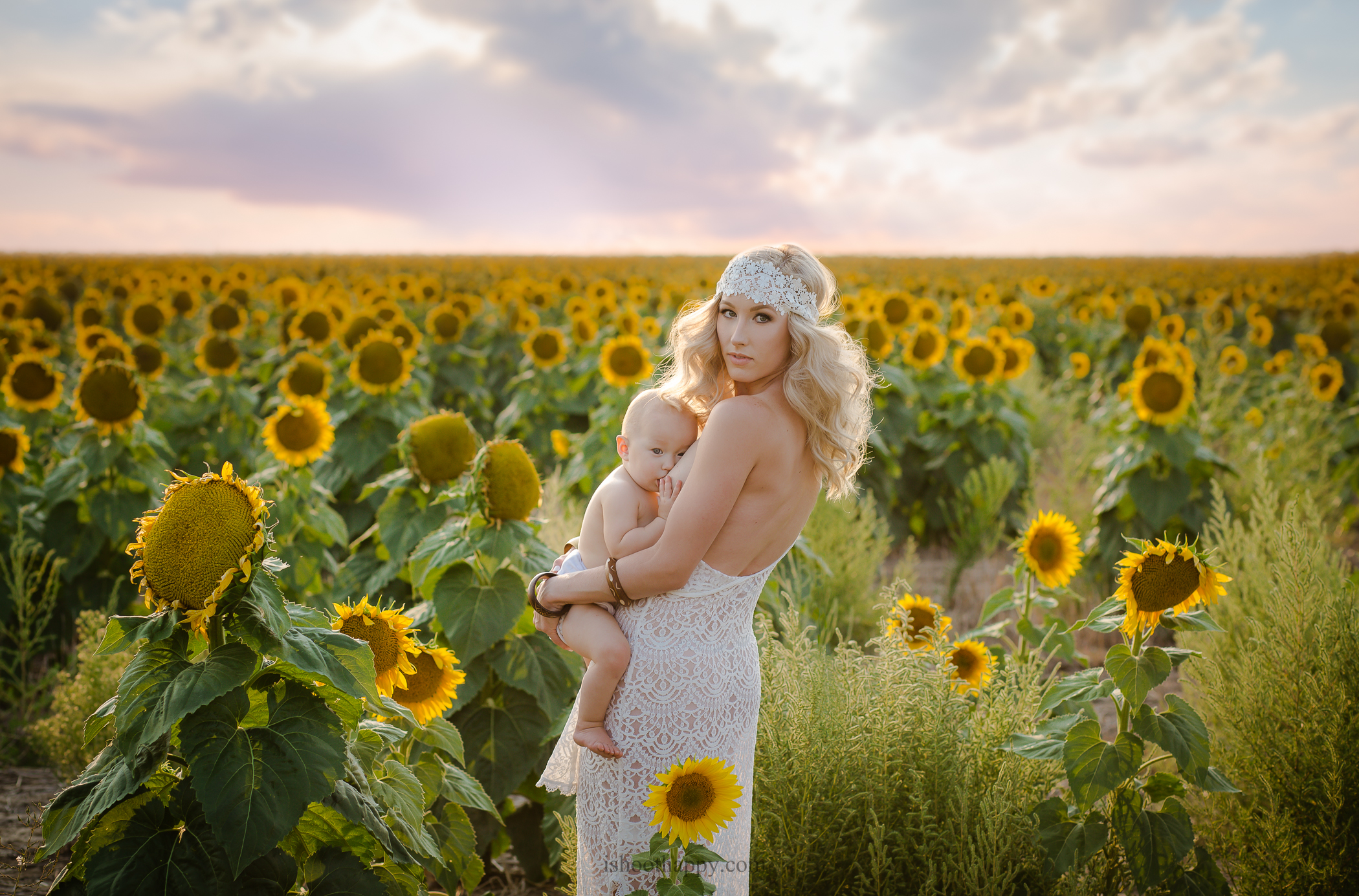 Denver maternity photographer, Denver maternity photography, Maternity photography Denver, Denver Family photographer, Denver Senior photographer, Denver Senior photography, Maternity, Sunflowers, Sunflower Fields, Love